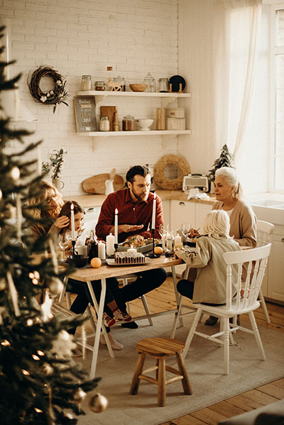 repas de famille by cottonbro