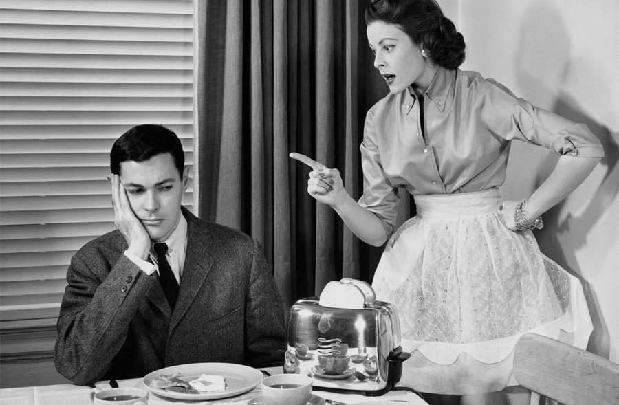 4 choses a arreter de dire a notre conjoint - femme reproche